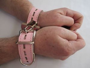 Leather Betty Figure 8 Locking Wrist and Ankle Restraint Straps with padlocks and keys (x 2 Straps)